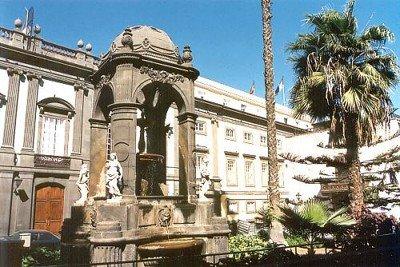 plaza_espiritu_santo_en_las_palmas_de_GC.jpg